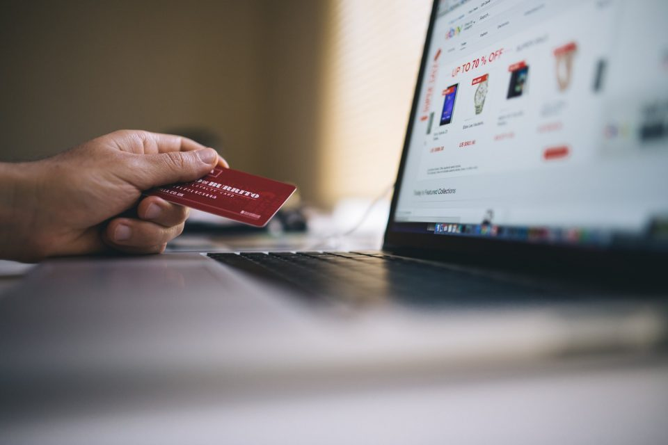 Fancy Starting a Business in Dubai yet Capital Isn't Enough? Try E-Commerce Instead!