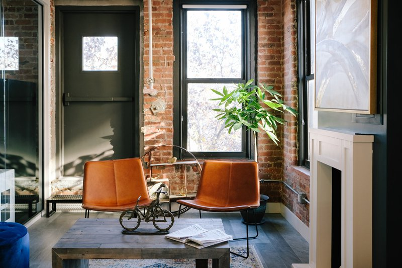 This was at CLASS & CO, a workspace that has a community of intellectually curious minds. At the space, you'll find creatives and freelancers from all different fields. It's designed with collaboration and productivity in mind.